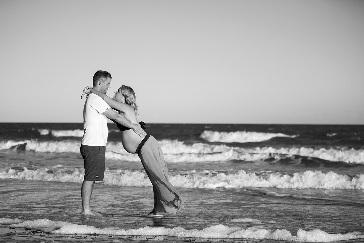 Glastone maternity photo of a couple in the beach